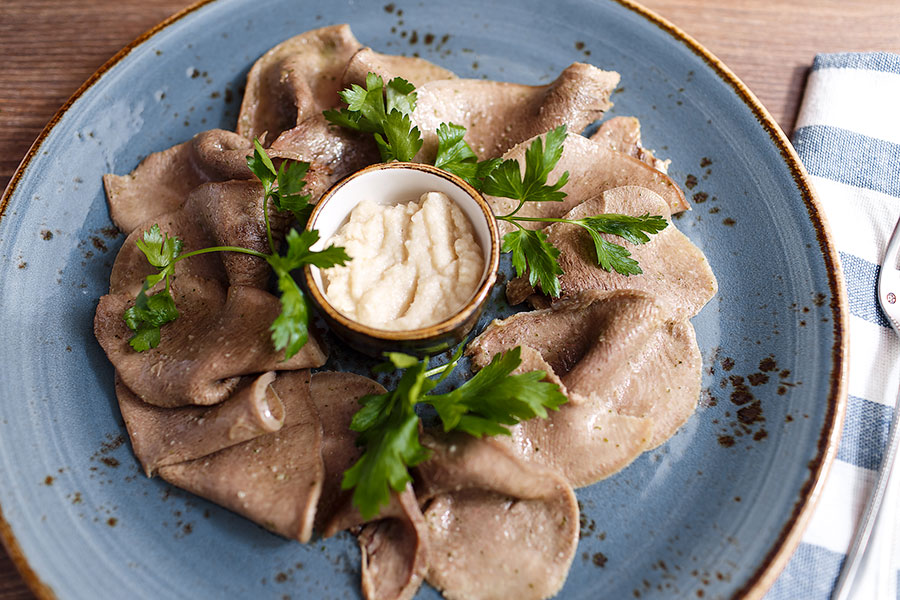 beef-tongue-with-horseradish-banquet-891
