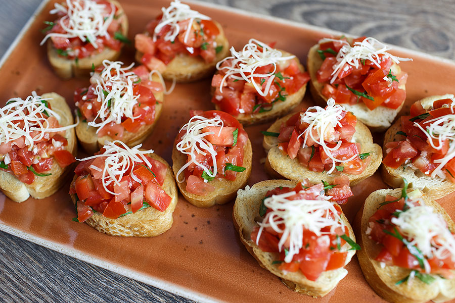 bruschetta-with-tomato-and-basil-buffet-1155