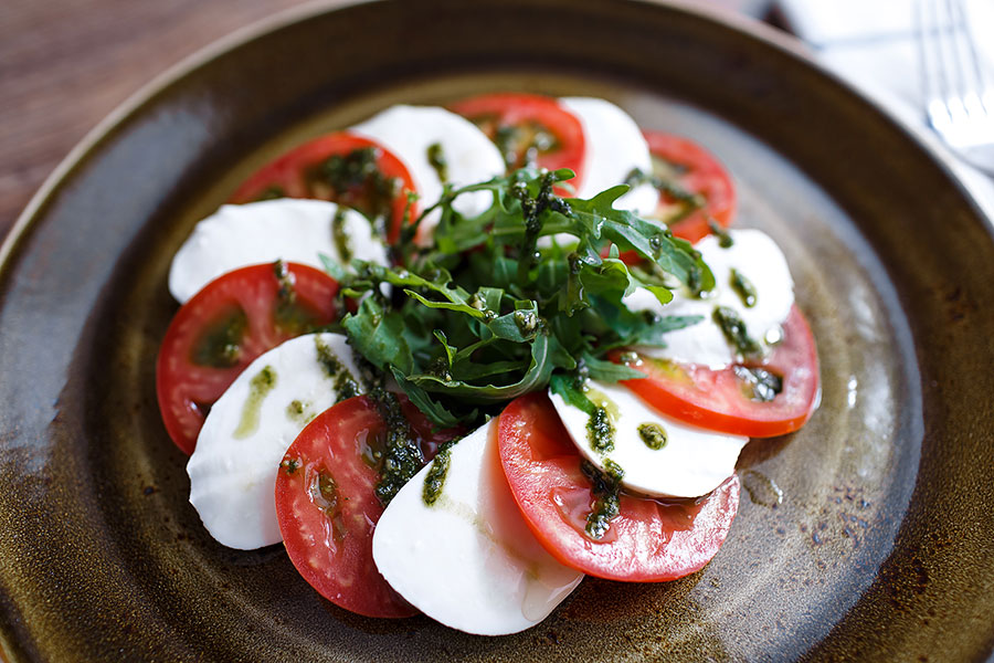 caprese-with-pesto-banquet-876