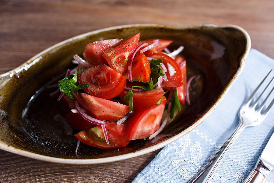 tomatoes-with-red-onion-banquet-909